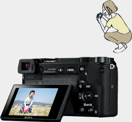 チルト液晶モニターでこども目線の写真もらくらく。カメラが自動で顔を認識してキレイに撮れる!